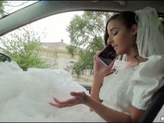 Runaway bruid amirah adara seks in een auto