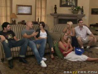免費 裸體 之間 家庭 色情 視頻