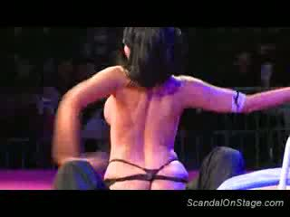 Liels juggs stripper teasing sekss