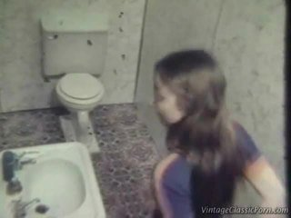 Zkurvenej onto the washroom patro