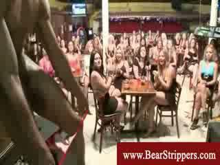 Wanita berbusana pria telanjang seksi stripper kontol pesta