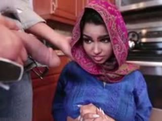 En chaleur brunette arab ado ada gets filled