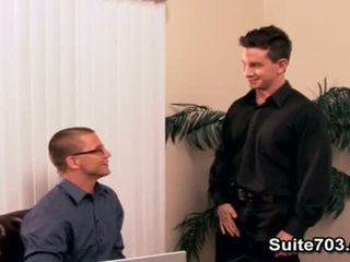 Sexy gays brenn en luke hebben seks in kantoor