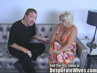 Slampa hustru claudia marie gets körd av smutsiga d och swallows hans het load av jizz