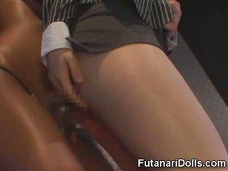 Futanari fucks meisje in een club!