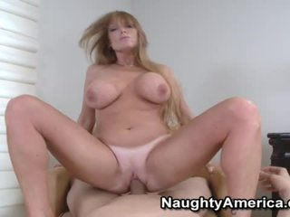 Busty cô gái tóc vàng gà con liking cô ấy miệng fucking