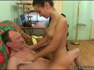 Γριά παιδαγωγός gets καβλί loving δράση