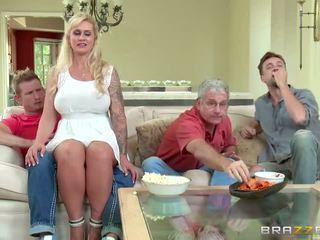 Brazzers - kakamyň aýaly takes some young sik - porno video 451