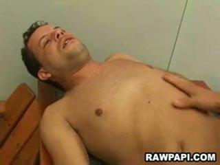 Homo barebacking cu yummy sperma unloading
