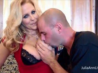 นมโต julia ann fucks เธอ สามี & ของเขา เพื่อน ใหญ่ cocks!