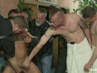 Muscle mate gangbanged ב מועדון eros סקס מועדון