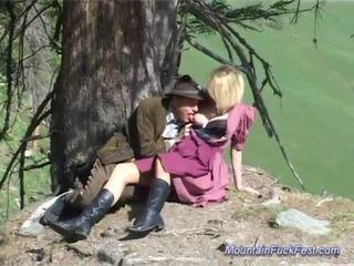 Krūtainas vācieši mammīte needs grūti anāls sekss uz the mount