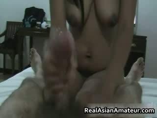 Волохата манда азіатська hottie мастурбація