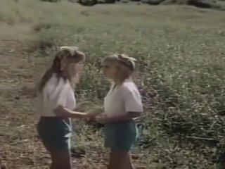 2 女孩 scouts 在 场 fantasy