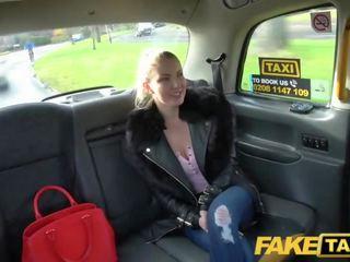 Fake taxi blue eyed الاسكتلندي فتاة loves خشن سخيف في إلى الوراء مقعد من taxi