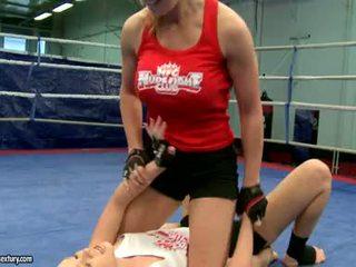 Lesbian pertarungan keras dan kacau cruel