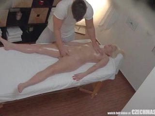 Vollbusig blond rides masseur, kostenlos tschechisch massage kanal hd porno