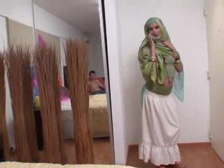 Intialainen vaimo rides a rasva kukko syvän sisään hänen suu