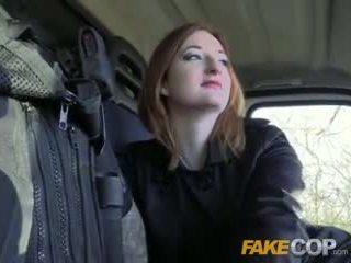 Fake policajt horký ginger gets fucked v cops van