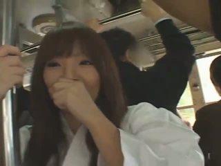 Povekas japanilainen tyttö hitomi tanaka banged sisään julkinen
