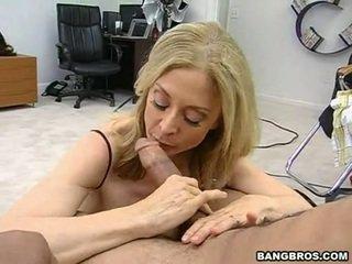 Sensuous momma nina hartley sits onto 她的 heated muff pie onto 一 sausage 喜歡 一 dissolute 女牛仔