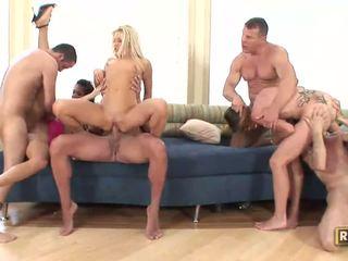 Párty holky enjoys ich afternoon orgia
