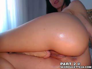 Impressive brunete emely uz kamera līdz kamera dzīvot sekss čats do