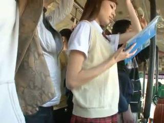Kaori maeda has viņai karstās vagīna pie fingered uz a publisks autobuss