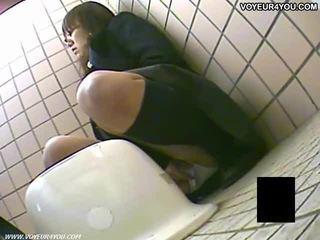 Tajemnica toaleta camera podglądanie dziewczyny masturbation