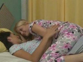 Charlotte stokely 과 alannah monroe intimate 동성애의 섹스