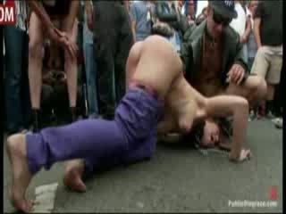 Tüdruk gets publicly spanked