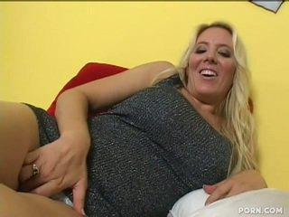Johnny hits son gros seins belle mère