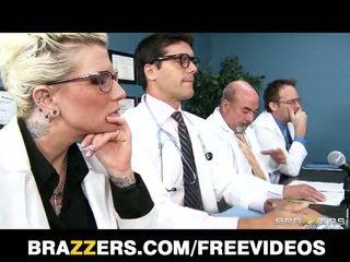 Brandy aniston sẽ làm bất cứ vật gì đến được cô ấy y khoa licence