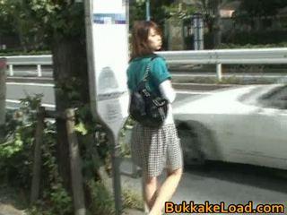 Monada asiática nena attacked en un autobús paseo