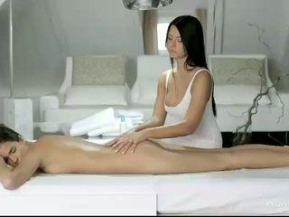 Silvie ja addison massaaž iga pussies
