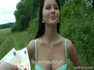 Impressionante amatoriale modella offered contante e boned in pubblico