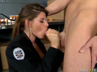 Shagging yang terhangat polis pernah madelyn marie dalam polis stesen