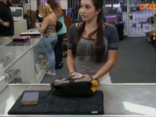 Kolledž tüdruk selling tema vana textbook ja perses poolt pawnkeeper