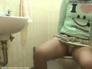 Toilet kamer masturbation heet aziatisch meisje