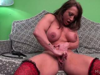 Brandimae pumps jos didelis muscle klitoris