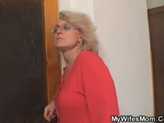 Femme finds lui baise son vieux mère