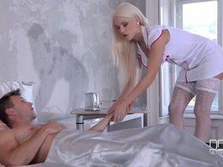 Ultra kaakit-akit kasambahay at nars magbigay their patient a double pagtatalik na pampaa at magkantot