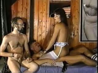 葡萄收获期, 双性恋