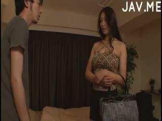 brunetă, japonez, sanii mari