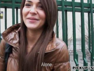 Alexis brill swallows warm připojenými opčními pro peníze