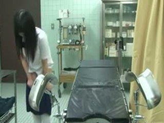 Écolière piégé par gynecologist
