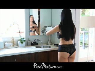 Puremature mama takes 12-inch tič