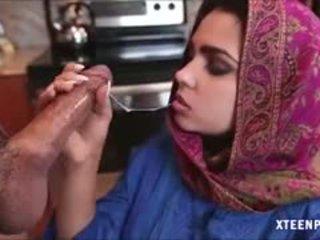 Middle eastern remaja ada gives kepala dan gets ripped keras