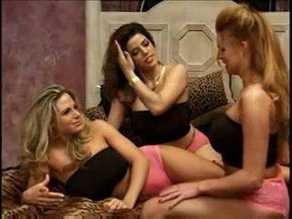 bigtits, trio, lesbiete