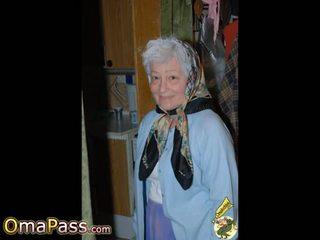 Omapass kuuma isoäidit näyttää hänen märkä pillua: vapaa porno 11